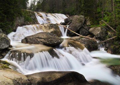 1280px-Vodopády_Studeného_potoka,_Vysoké_Tatry,_jún_2016_-_panoramio_(3)